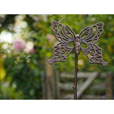 Decoratiune gradina bronz fluturas mare asezat pe un bat